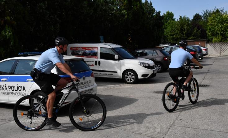 Policajti v Dunajskej Strede budú hliadkovať aj na bicykloch