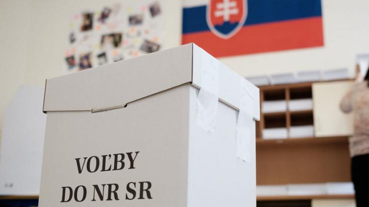 Prieskum: Voľby by vo februári vyhral Smer, do NR SR by sa dostalo osem strán