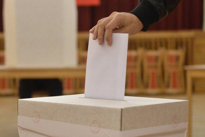 Prieskum: Voľby by v novembri vyhral Smer-SD, Za ľudí preskočilo PS-Spolu